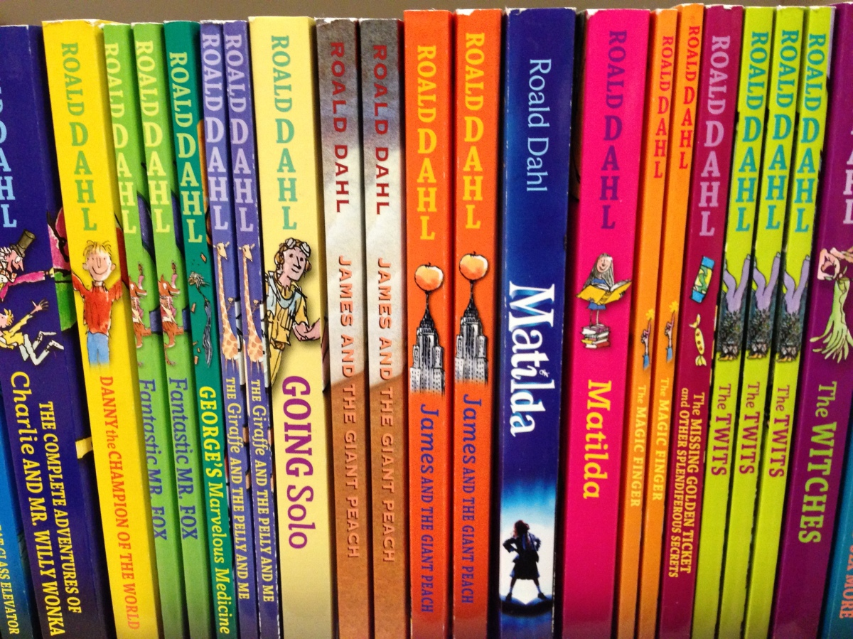 what books did roald dahl write Roald dahl wrote 17 children's novels and 20 books for children in total in total he has published 48 books (not including published screenplays and plays.